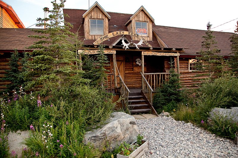 Lazy-Bear-Lodge-outside-in-summer