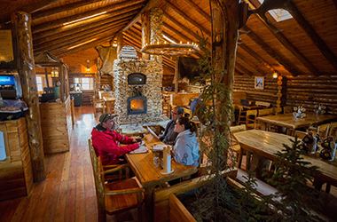 lazy-bear-lodge-inside-cafe